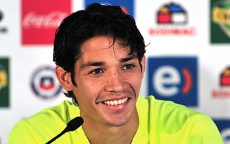 Chile's midfielder Matias Fernandez speaks at a press conference before a training session in Nelspruit on June 14, 2010. The 2010 World Cup continues through July 11 in South Africa. AFP PHOTO / Martin BERNETTI
