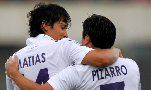 CATANIA, ITALY - JANUARY 19: Matias Fernandez (L) and David Pizarro celebrate the opening goal of Fiorentina during the Serie A between Calcio Catania and ACF Fiorentina at Stadio Angelo Massimino on January 19, 2014 in Catania, Italy. (Photo by Maurizio Lagana/Getty Images)